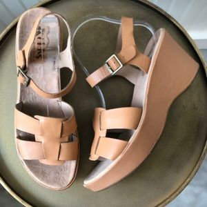 KORKS BY KORK EASE DELLA LEATHER WEDGE SANDAL. 9